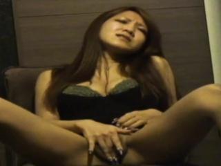 Seen asian rubs herself