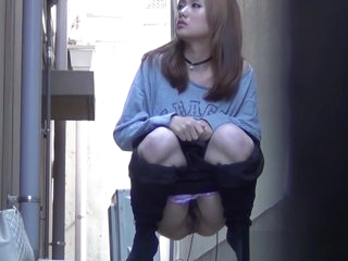 Hot japanese babe pisses in public alley