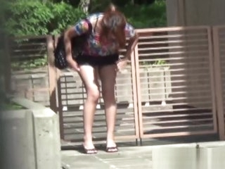 Pissy japanese hottie urinates in public