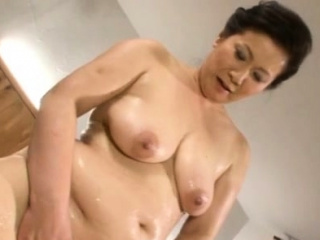 Breathtaking older japanese babe gives a vehement blow job