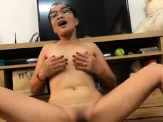 Japanese hotty solo masturbation